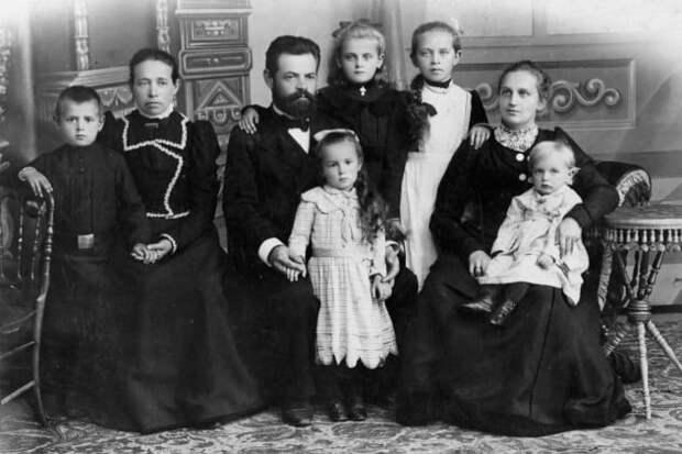 10 бытовых вещей, которые были привычными для наших прабабушек, а сегодня вызывают недоумение