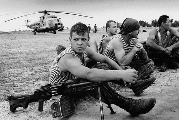 Российские десантники на военной базе в Таджикистане. 1993-й год.