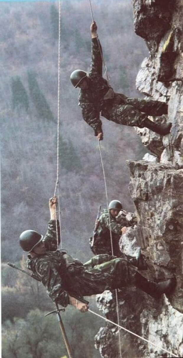 Бравые советские пограничники
