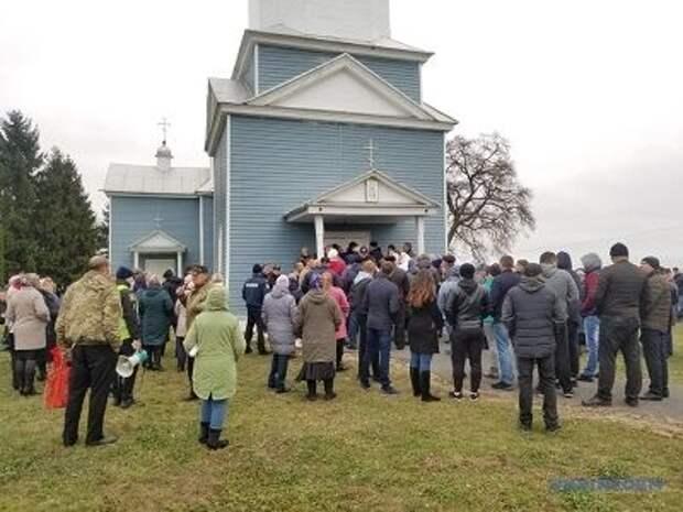 Украинская православная церковь объявила о давлении со стороны государства