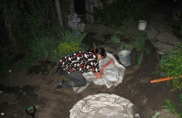 Женщина установила кучу старых шин в своем дворе. Вот что она сделала с ними дальше