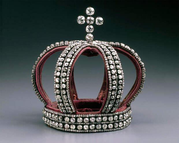 Брачная корона императрицы Александры Фёдоровны по случаю её свадьбы в 1894 году, которая была продана в 1926 году «Гохраном» Норманну Вейсу./Фото: forumdaily.com