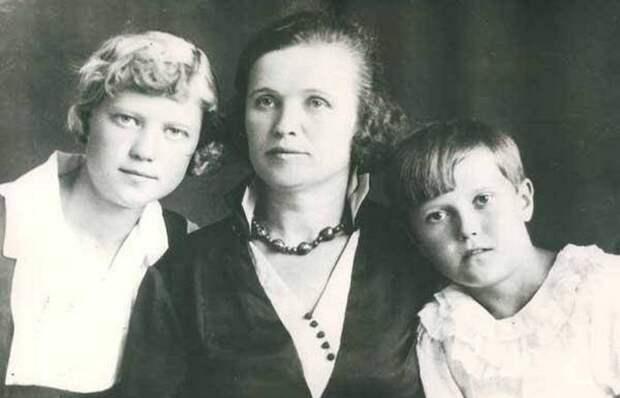 Катерина Калинина с детьми./ Фото: profilib.com