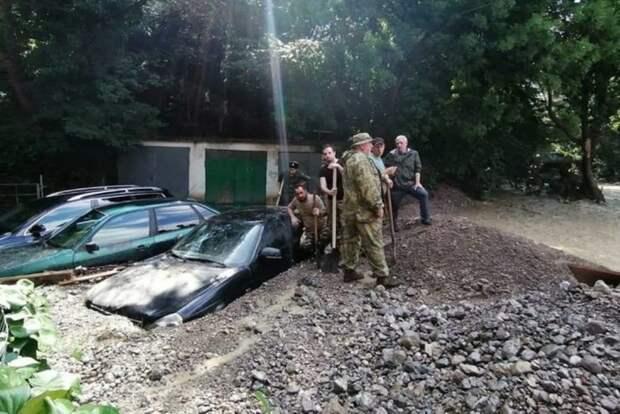 Как Ялту и Керчь спасают после пережитого наводнения
