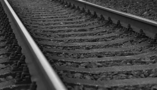 Строители соединили рельсы первого железнодорожного пути Крымского моста