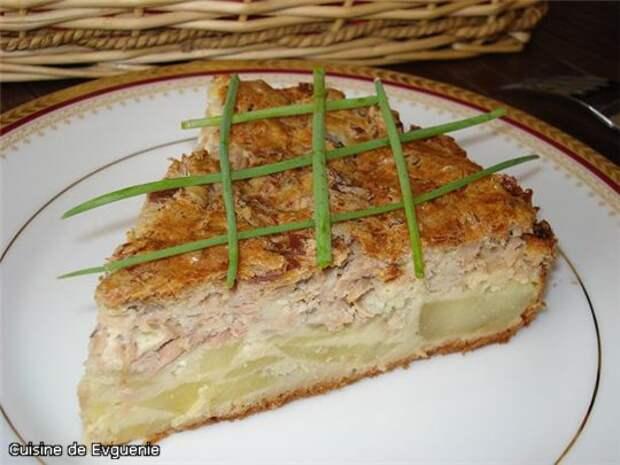 Вкусный заливной пирог - немного картофеля и банка рыбных консервов накормят неожиданных гостей