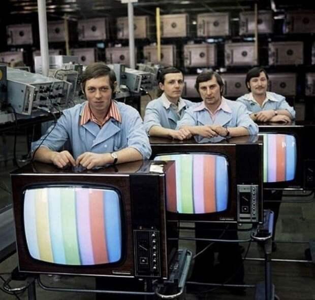 На заводе цветных телевизоров, 1970–е годы, СССР