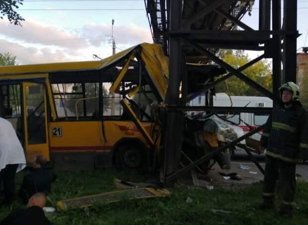 Водитель въехавшего в опору автобуса в Ижевске перерабатывал смены