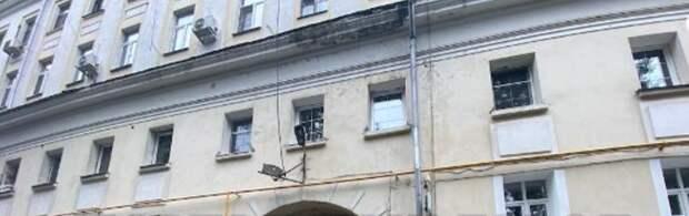До конца июля приведут в порядок фасад дома на Красноказарменной — Жилищник