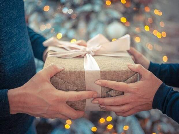 Эзотерики назвали подарки, которые категорически нельзя преподносить на Новый год