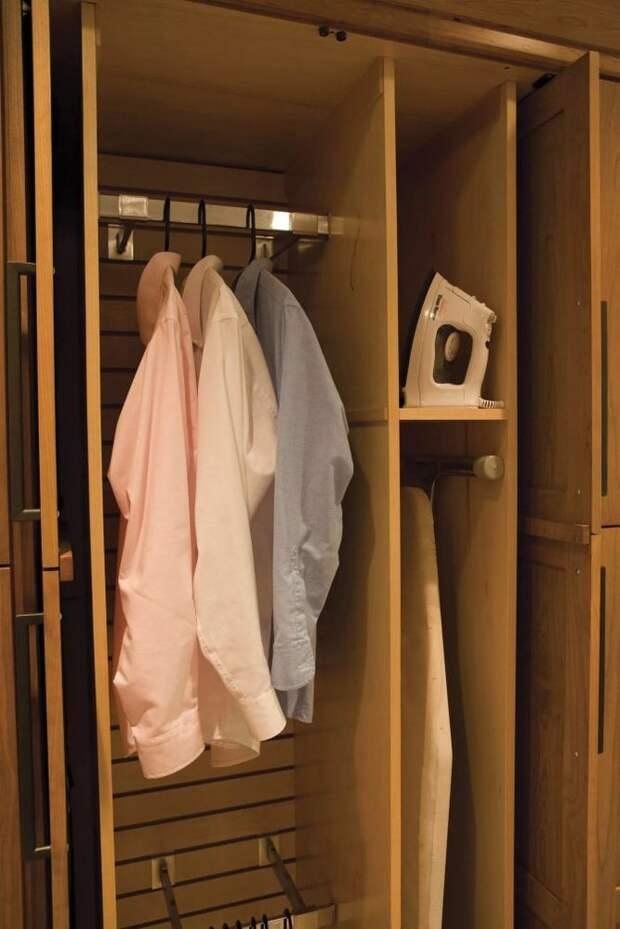 Идеи для хранения гладильной доски. Или 10 мест, где можно спрятать гладильную доску, фото № 8