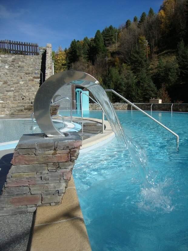 Сероводородные ванны с горячей водой на открытом воздухе: Saint-Thomas-les-Bains, Восточные Пиренеи, Франция