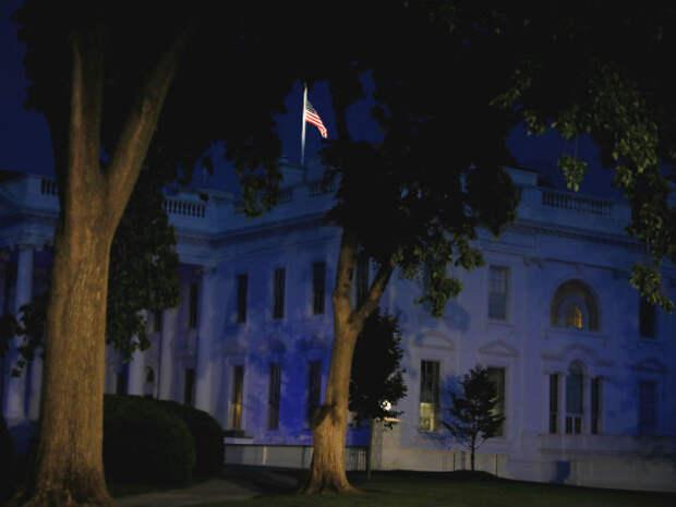 Американцев взбудоражили загадочные огни в Белом доме