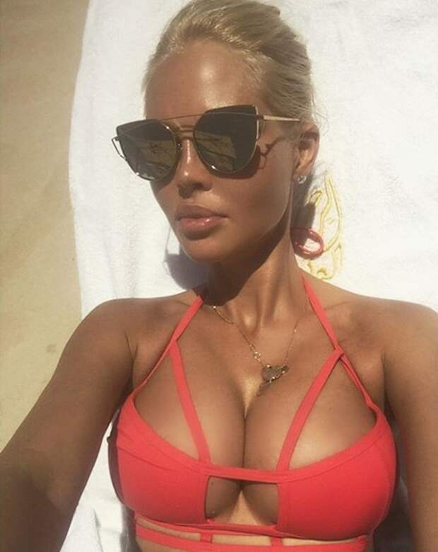 Самые горячие фото жен российских футболистов. С такими легко забыть об игре!