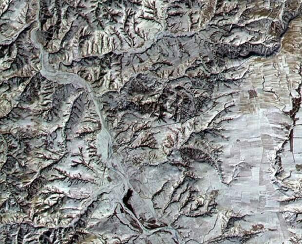 Вид Великой Китайской стены из стратосферы