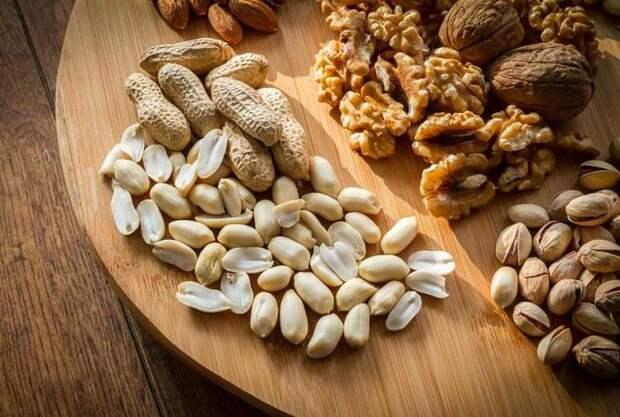 Медики назвали безопасную суточную норму потребления орехов
