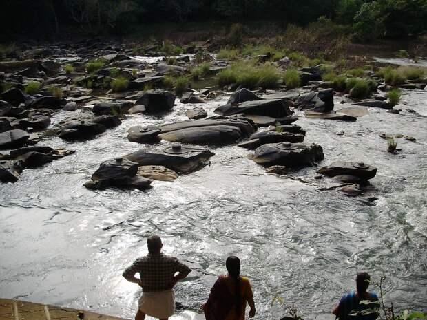 Загадочные каменные фигуры на реке Шалмала