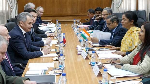 Министр обороны РФ Сергей Шойгу и министр обороны Индии Нирмала Ситхараман во время заседания в Нью-Дели российско-индийской межправительственной комиссии по военно-техническому сотрудничеству