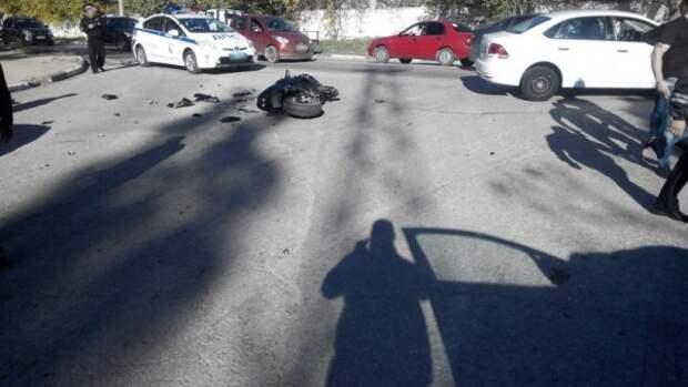 В Севастополе мотоциклист «убегал» от полицейских и столкнулся с «легковушкой» (ФОТО)