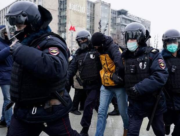 С какими последствиями могут столкнуться задержанные на митингах и как им восстановить свои права?