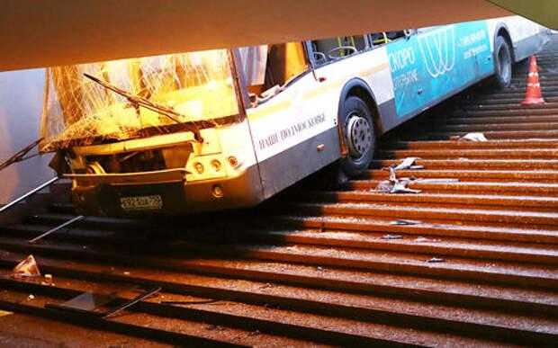 Трагедия в Москве: автобус влетел в подземный переход