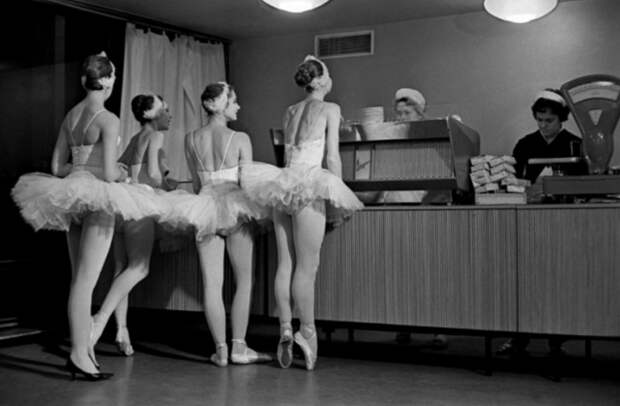 Балерины в буфете.jpg