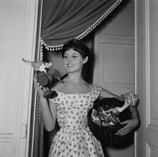 Юная прелестница Брижит Бардо в 50-ые годы.