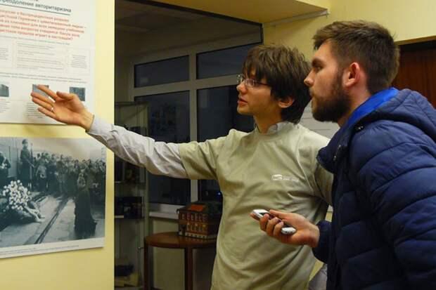 Организаторы выставки заявляют, что их главная задача - «помочь людям понять образ прошлого»