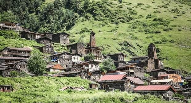 Инфицированные COVID-19 жители грузинского села напали на полицейских и врачей