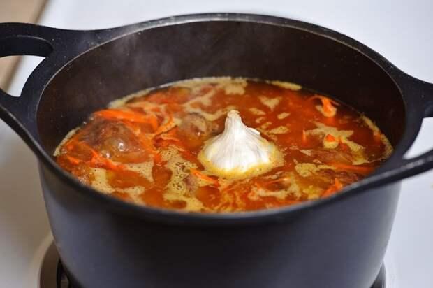 К баранине добавьте овощи, перемешайте и потушите их вместе еще 3 минуты. еда, плов, своими руками, сделай сам