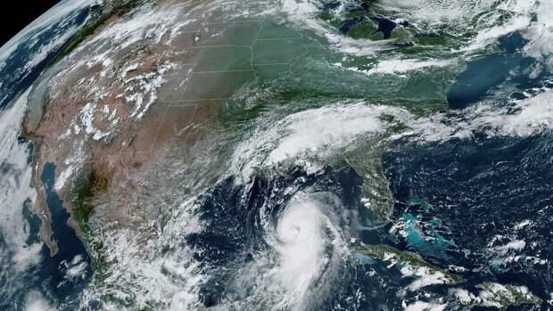 В США больше полумиллиона человек остались без света из-за урагана