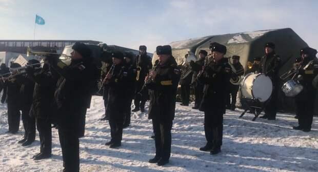 Военные сменили попов на крещенских купаниях в Севастополе