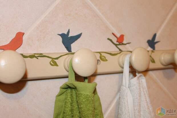 вешалку и птичек красила акриловыми красками, затем 2 слоя акрилового лака.