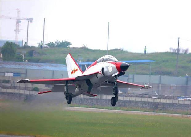 Китайцы испытали учебный самолет для летчиков морской авиации