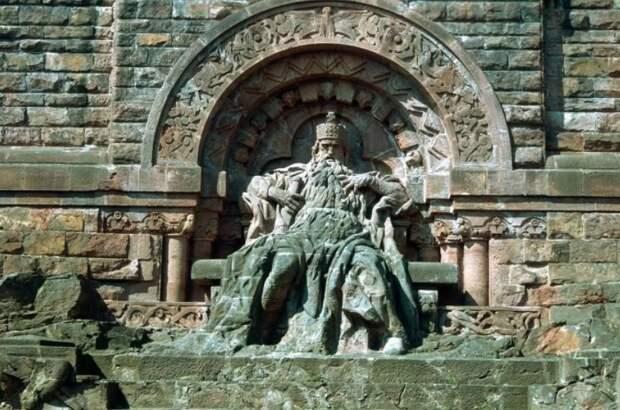 Статуя Барбаросса.