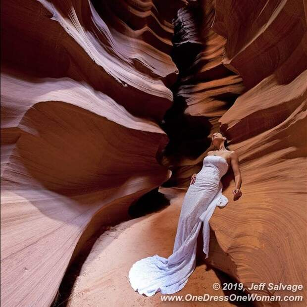 Вечная невеста: мужчина 12 лет фотографирует жену всвадебном платье повсему миру