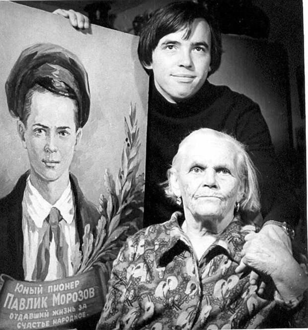 Мать и брат П. Морозова