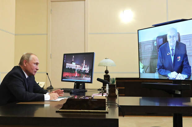 Путин наградил орденом разработчика гиперзвукового блока «Авангард»