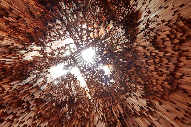 Инсталляция из 10000 брусков различных деревьев