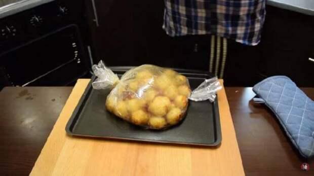 Картофель сложить в рукав.