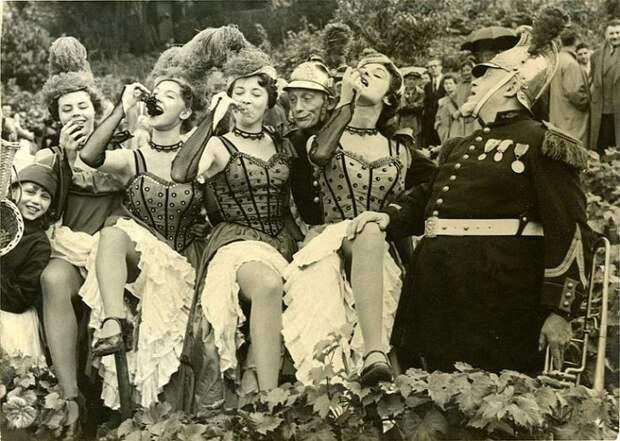 С 1934 года на бульваре Монмартр проводится фестиваль вина.
