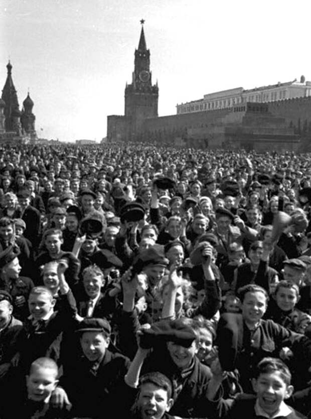 1239311816_victory_day_01