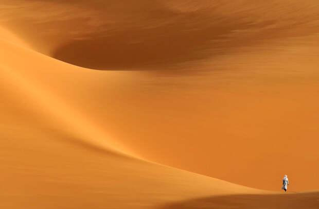 Пустыня Сахара расположена на территории десяти африканских государств, и Ливия входит в их число. Именно на территории этой страны есть возвышенность, которая издалека напоминает путникам город с дворцами и мечетями