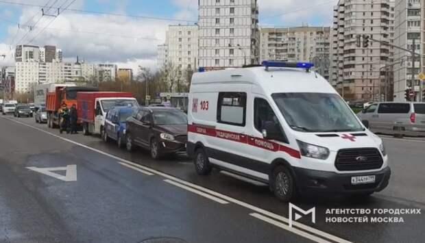 На Дмитровке столкнулись четыре автомобиля