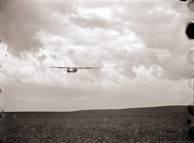 Glider in Flight in Japan in the 1930s