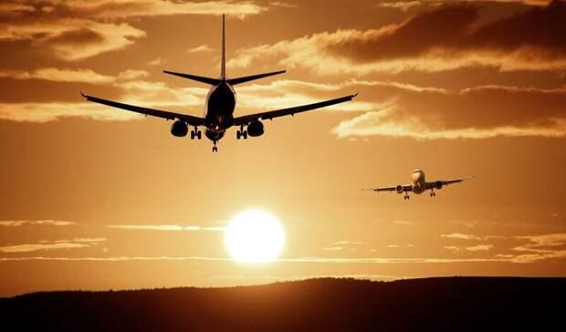 Четыре самолета экстренно приземлились в Ростове из-за снегопада в Краснодаре