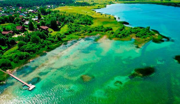 Озеро образовалось в карьере после того, как здесь остановили добычу порошкообразной извести