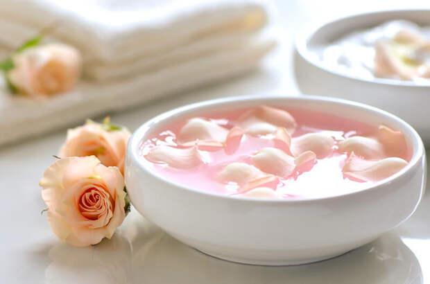 Крем из йогурта и розовой воды против гусиных лапок