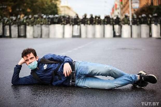 Протестная акция в Минске снова собрала более 100 тысяч человек