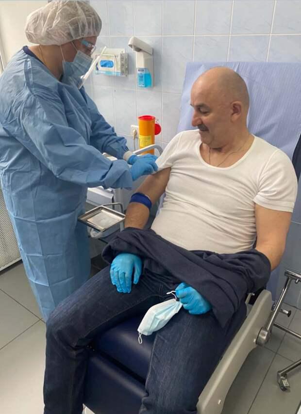 Черчесов сделал прививку от COVID-19. Вероятно, это первый шаг обязательной процедуры для всей сборной. Или придется остаться за бортом Евро-2020